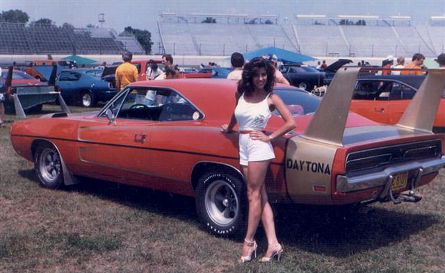 Muscle Car 1969 Dodge Daytona And A 1970 Superbird Information On Collecting Cars Legendary